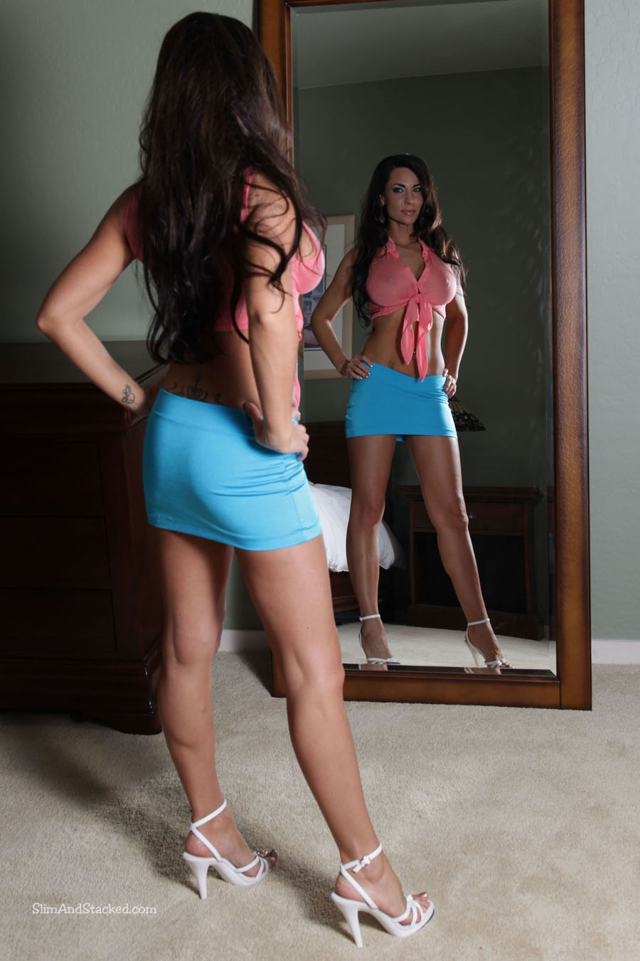 Mirror, mirror, on the wall. Is Laura Lee the sexiest of them all? Well, it she's not, she's certainly in the top ten! See for yourself, by owning these ultra high quality images of Laura, in stunning 3000-pixel resolution. Contact dezertimagez@gmail.com for set pricing.